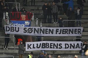 FCM-fans med banner
