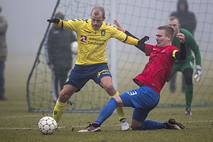 Teemu Pukki (Br�ndby IF), Thomas Wiil-Andersen, anf�rer (Hvidovre IF)