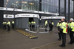 Udeholdets indgang i Parken uden udeholdets fans