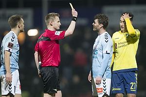 J�rgen Daugbjerg Burchardt, dommer, Johan Absalonsen (S�nderjyskE), Svenn Crone (Br�ndby IF)