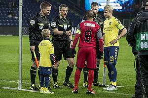 Patrick Mtiliga, anf�rer (FC Nordsj�lland), Johan Larsson, anf�rer (Br�ndby IF), Michael Tykgaard, dommer
