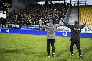 Alexander Zorniger, cheftr�ner (Br�ndby IF), Tam�s B�dog, assistenttr�ner (Br�ndby IF) hilser p� alle br�ndbyfans i udebaneafsnittet