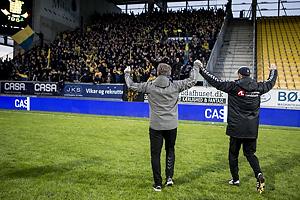 Alexander Zorniger, cheftr�ner (Br�ndby IF), Tam�s B�dog, assistenttr�ner (Br�ndby IF) hilser p� fansne