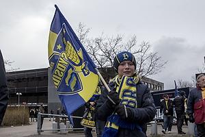Fan med Sydsiden-flag i anledning af tribunens 25 �rs jubil�um