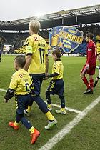 Johan Larsson, anf�rer (Br�ndby IF) med tifo i baggrunden