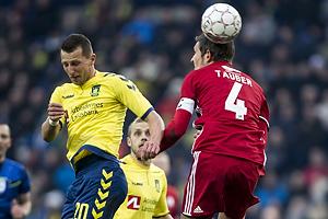 Kamil Wilczek (Br�ndby IF), Mathias Tauber, anf�rer (Lyngby BK)
