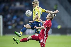 Johan Larsson, anf�rer (Br�ndby IF), Jeppe Kj�r (Lyngby BK)