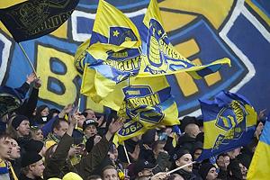 Br�ndbyfans med Sydsiden jubil�ums flag