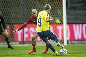 Teemu Pukki (Br�ndby IF), Uidentificeret person (Lyngby BK)