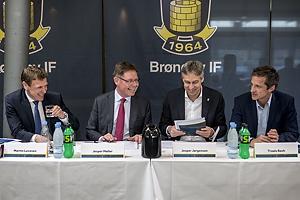 Martin Larvesen, dirigent (Br�ndby IF), Jesper M�ller, bestyrelsesformand (Br�ndby IF), Jesper J�rgensen, adm. direkt�r (Br�ndby IF), Troels Bech, sportsdirekt�r (Br�ndby IF)