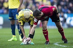 Hany Mukhtar (Br�ndby IF), Anders Poulsen, dommer