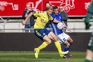Paulus Arajuuri (Br�ndby IF). David Katz Boysen (Lyngby BK)