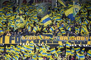 Udebanefans fra Br�ndby IF med tifo