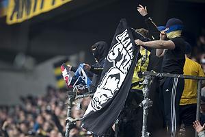 Br�ndbyfans med FCK-banner