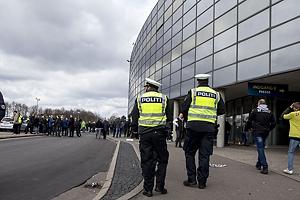 Politi ved Br�ndby Stadion