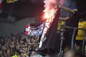 Br�ndbyfans afbr�nder FCK-banner