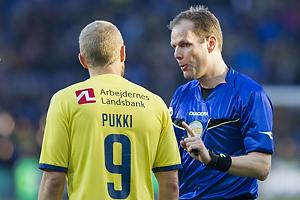 Teemu Pukki (Br�ndby IF), Michael Johansen, dommer