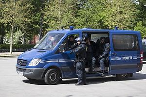 Kampkl�dt politi