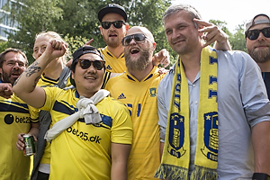 Per Nielsen (Br�ndby IF) med br�ndbyfans