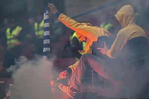 Br�ndbyfans afbr�nder FCK-halst�rkl�de