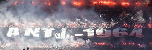 FCK-Fans med Anti-1964 tifo