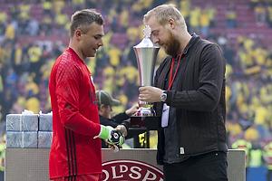 Stephan Andersen (FC K�benhavn) modtager fighter pokalen