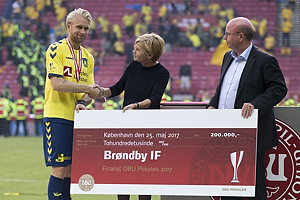 Johan Larsson, anf�rer (Br�ndby IF), Jesper M�ller, formand [6610] (DBU)
