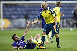 Uidentificeret person (FC Midtjylland), Johan Larsson, anf�rer (Br�ndby IF)