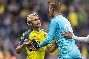 Johan Larsson, anf�rer (Br�ndby IF), Robin Olsen (FC K�benhavn)