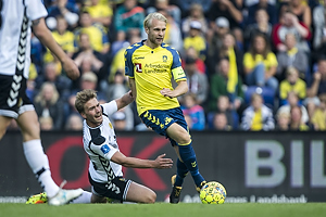 Uidentificeret person (AC Horsens), Johan Larsson, anf�rer (Br�ndby IF)