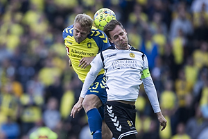 Paulus Arajuuri (Br�ndby IF), Kjartan Henry Finnbogason, anf�rer (AC Horsens)