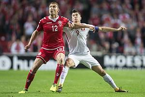 Andreas Bjelland (Danmark), Robert Lewandowski, anf�rer (Polen)