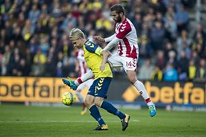 Johan Larsson, anf�rer (Br�ndby IF), Pavol Safranko (Aab)