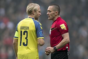 Johan Larsson, anf�rer (Br�ndby IF), Mads-Kristoffer Kristoffersen, dommer
