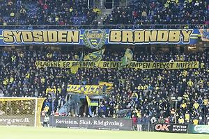 Br�ndbyfans med banner