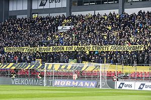 Br�ndbyfans med et banner
