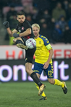 Marc Dal Hende (FC Midtjylland), Johan Larsson, anf�rer (Br�ndby IF)