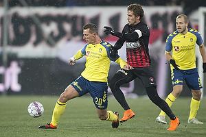 Kamil Wilczek (Br�ndby IF), Jakob Poulsen, anf�rer (FC Midtjylland)