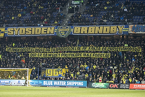$Br�ndbyfans med banner