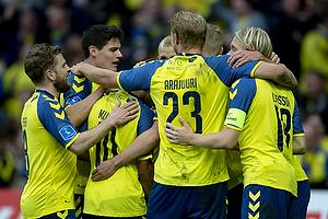 Paulus Arajuuri (Br�ndby IF), Johan Larsson, anf�rer (Br�ndby IF)
