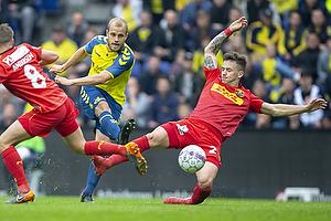 Teemu Pukki (Br�ndby IF), Karlo Bartolec (FC Nordsj�lland)