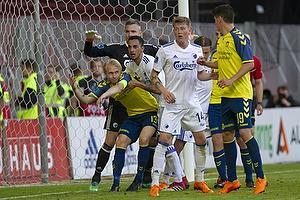 Johan Larsson, anf�rer (Br�ndby IF), Nicolaj Thomsen (FC K�benhavn)