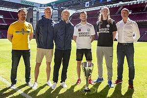 Alexander Zorniger, cheftr�ner (Br�ndby IF), Hj�rtur Hermannsson (Br�ndby IF), Johan Larsson (Br�ndby IF), Casper Sloth (Silkeborg IF), Simon Jakobsen (Silkeborg IF), Peter S�rensen, cheftr�ner (Silkeborg IF)