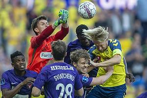 Johan Larsson, anf�rer (Br�ndby IF), Erik Sviatchenko (FC Midtjylland), Erik Sviatchenko (FC Midtjylland), Jesper Hansen (FC Midtjylland)