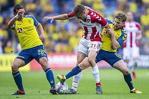 Kamil Wilczek (Br�ndby IF), Kasper Risg�rd (Aab), Kasper Fisker (Br�ndby IF)