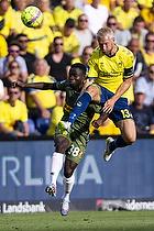 Johan Larsson, anf�rer (Br�ndby IF), Clinton Antwi (FC Nordsj�lland)