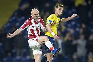 Kasper Pedersen (Aab), Kamil Wilczek, anf�rer (Br�ndby IF)