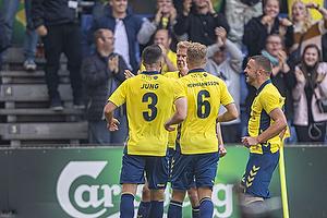 Anthony Jung (Br�ndby IF), Paulus Arajuuri, m�lscorer (Br�ndby IF), Josip Radosevic (Br�ndby IF)