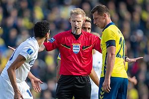 J�rgen Daugbjerg Burchardt, dommer, Kamil Wilczek, anf�rer (Br�ndby IF)