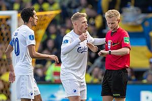 J�rgen Daugbjerg Burchardt, dommer, Carlos Zeca (FC K�benhavn), Carlos Zeca, anf�rer (FC K�benhavn)